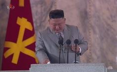 Vì sao ông Kim Jong Un khóc khi đọc diễn văn kỷ niệm thành lập Đảng?