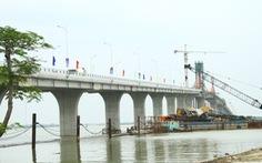 Hợp long cây cầu thứ 3 qua sông Lam nối hai tỉnh Nghệ An - Hà Tĩnh