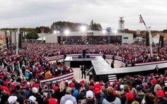 Tổng thống Trump đi vận động khi số ca dương tính lên kỷ lục