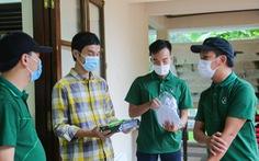Quà bạn đọc báo Tuổi Trẻ đến với trẻ em mồ côi, khuyết tật ở vùng lũ Thừa Thiên Huế