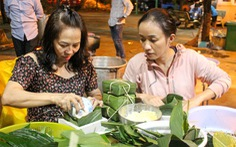 TP.HCM: xóm Hạnh Phúc chung tay gói bánh chưng gửi đồng bào miền Trung