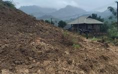 Bộ đội và người dân ở biên giới Việt - Lào di dời khẩn cấp vì sạt lở núi