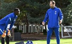 Chelsea gây 'sốc' vì điền tên thủ môn giải nghệ Petr Cech để đá Premier League