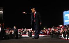 Ông Trump gặp bất lợi trước đối thủ Biden về ngân sách tranh cử