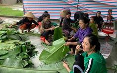 Chị em Hồng Lĩnh lội nước gom góp mì, sữa, nấu bánh chưng gửi miền Trung