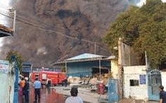 Gần 100 cảnh sát chữa cháy tại công ty môi trường
