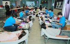 Nghe nguồn máu dự trữ khan hiếm, hàng trăm nhân viên văn phòng đăng ký hiến