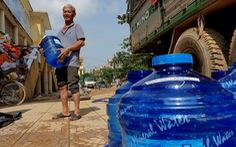 Chở 2 máy lọc nước 'khủng' vượt ngàn cây số từ Sài Gòn ra vùng lũ Quảng Bình