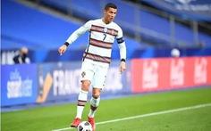 Ronaldo chưa hết COVID-19, lỡ hẹn đối đầu Messi