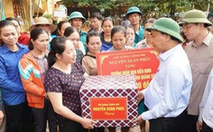 Thủ tướng làm việc với các tỉnh miền Trung: Không gây khó khăn cho các nhà hảo tâm