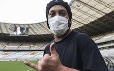 Huyền thoại Ronaldinho nhiễm COVID-19