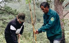 Hà Anh Tuấn trồng 1.800 cây rừng để giúp chống lũ trong dự án Rừng Việt Nam