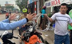 Người Đà Nẵng nháo nhào mua vật dụng chèn chống bão