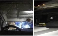 Bắt nhóm thanh thiếu niên ném vỡ kính nhiều xe container 'cho vui'