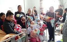 Bộ Y tế khen bệnh viện huyện đỡ đẻ 20 thai phụ trong mưa lũ