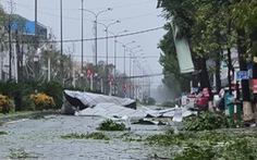 Bão vô Quảng Ngãi: Cổng chào bằng thép, cây xanh ngã đổ