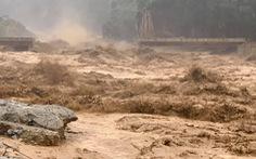 Lũ thượng nguồn sông Đăk Mi, hàng trăm công nhân bị cô lập