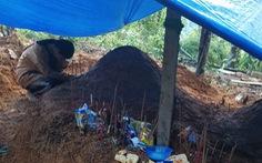Bức hình 'ám ảnh' về nỗi mất mát thấu trời tại Trà Leng