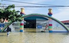 Hàng chục ngàn học sinh vùng lũ Hà Tĩnh lại nghỉ học vì mưa lớn