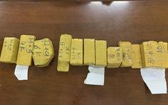Phá vụ vận chuyển 51kg nghi vàng lậu chuyển từ Campuchia sang