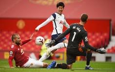Những khoảnh khắc ấn tượng trong ngày Man Utd, Liverpool cùng bị 'nhấn chìm'