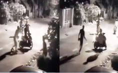 Bắt băng chặn đường, chém người, cướp xe máy lúc rạng sáng ở Bình Tân