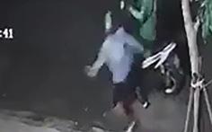 Nam tài xế bị tạt nước cay vào mắt rồi cướp xe ở quận 12, TP.HCM