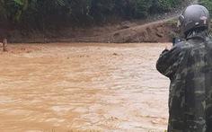 Mưa lũ dồn dập chia cắt trở lại nhiều ngôi làng ở Quảng Nam