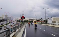 Xe cộ lại được đi qua cầu vượt Nguyễn Hữu Cảnh