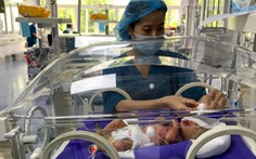 Bé trai mắc chứng da vảy cá toàn thân ở Quảng Ninh có cơ hội điều trị