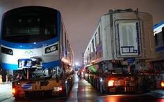 Đoàn xe siêu trường, siêu trọng chở toa tàu metro khởi hành trễ so với dự kiến