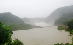 Huế: Thủy điện xả nước đón lũ, học sinh vùng thấp trũng được nghỉ học