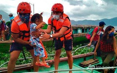 Siêu bão Goni đổ bộ miền Trung Philippines, bắt đầu suy yếu