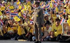Người Thái rủ nhau xuống đường 'bảo vệ hoàng gia thân yêu'