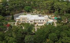 Đại sứ Pháp Nicolas Warnery trao bản sao thiết kế Dinh Bảo Đại cho tỉnh Lâm Đồng