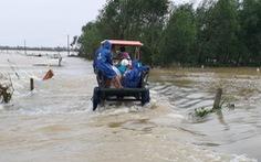 Xe công nông bị lật khi qua dòng nước lũ, một sinh viên tử nạn