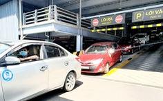 Xe công nghệ đón khách từ sân bay Tân Sơn Nhất: Khó đón xe, phải trả thêm 25.000 đồng