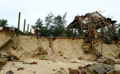 Sạt lở hàng chục kilômet dọc biển Quảng Trị sau bão Vamco
