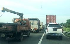 Lấn chiếm làn khẩn cấp trên cao tốc