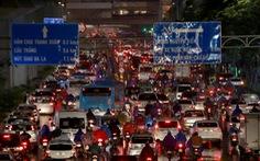 Hà Nội mưa lớn, nhiều nơi tắc đường cả tiếng
