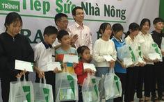 Hỗ trợ cha mẹ thoát nghèo, con vượt khó học giỏi