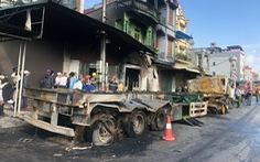 Sau va chạm, xe đầu kéo lao vào nhà dân bốc cháy, tài xế tử vong