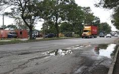Khẩn trương sửa chữa toàn bộ 'ổ gà, ổ voi' trên đại lộ Nguyễn Văn Linh