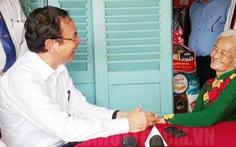 Bí thư Nguyễn Văn Nên thăm các Mẹ Việt Nam anh hùng tại huyện Củ Chi
