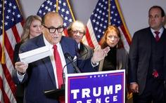 Họp báo đẫm mồ hôi, luật sư của ông Trump nói có 'nhiều đường dẫn tới chiến thắng'