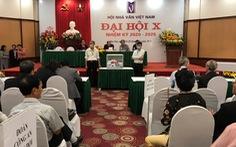 Đại hội Nhà văn đóng cửa với báo chí, ông Hữu Thỉnh rút khỏi ban chấp hành khóa mới
