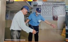 Xử phạt 254 cán bộ, nhân viên, tài xế xe hút thuốc lá để... làm gương cho khách
