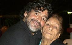 Điều hối tiếc nhất của Maradona: 'Tôi luôn muốn ở cạnh mẹ thêm một ngày'