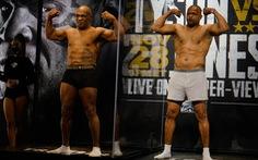 Mike Tyson hòa Roy Jones Jr. trong trận thượng đài sau 15 năm treo găng