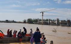 Cảnh cáo nhà thầu đập dâng để 38 công nhân kêu cứu giữa sông Trà Khúc